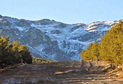 Ascensión al Cerro del Almiréz y la Ruta de la Hidroeléctrica