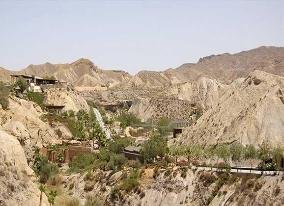 51 jóvenes de la Escuela de Montañismo de ruta por el Desierto de Tabernas
