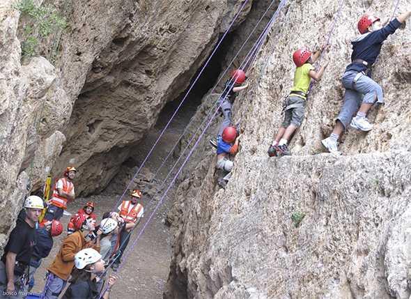 Acampada de montañismo infantil y juvenil
