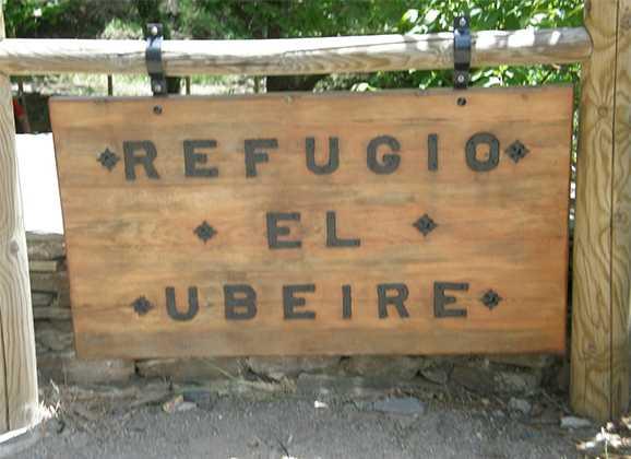 Acampada de montañismo en el refugio de Ubeire